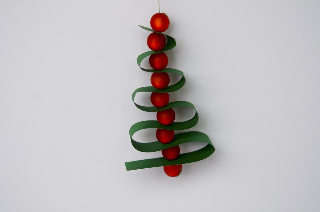 tannenbaum aus papierstreifen eufaulalakehomes. Black Bedroom Furniture Sets. Home Design Ideas