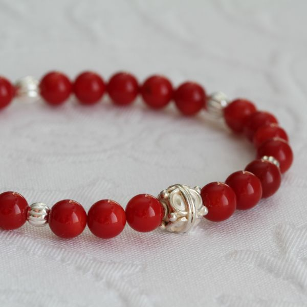 Armband in Rot - die Farbe des Herbstes 2017
