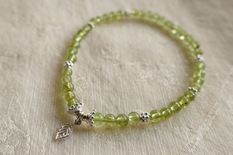 "Armband ""enjoy the life"" mit Peridot"