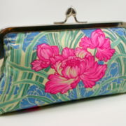 CLUTCH PINK FLOWER WITH GREEN LEAFS